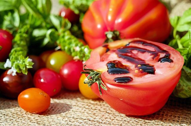 tomatoes-1587130_640